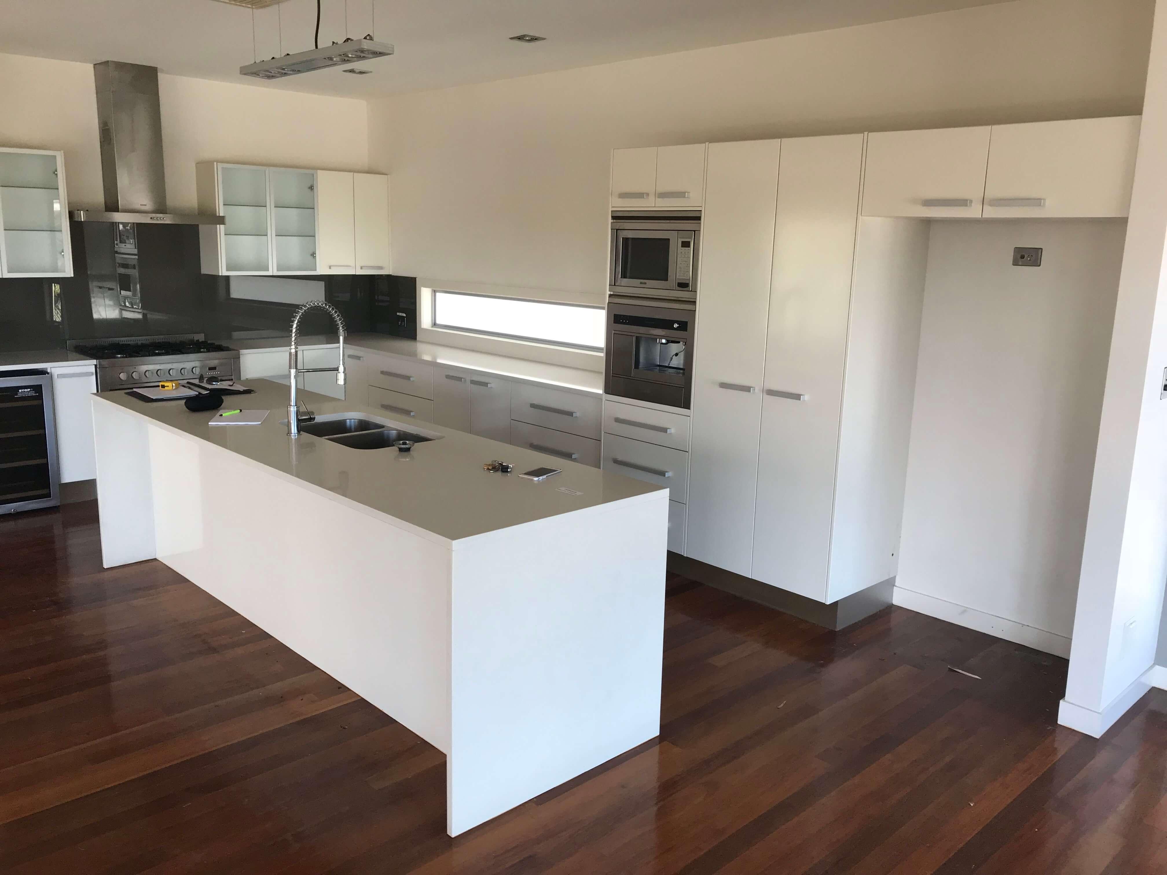 White kitchen before renovations